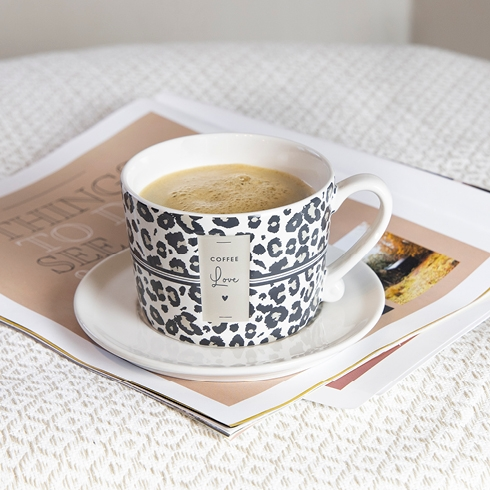 490_6846_cup-white_leopard-coffee-love_056_mood